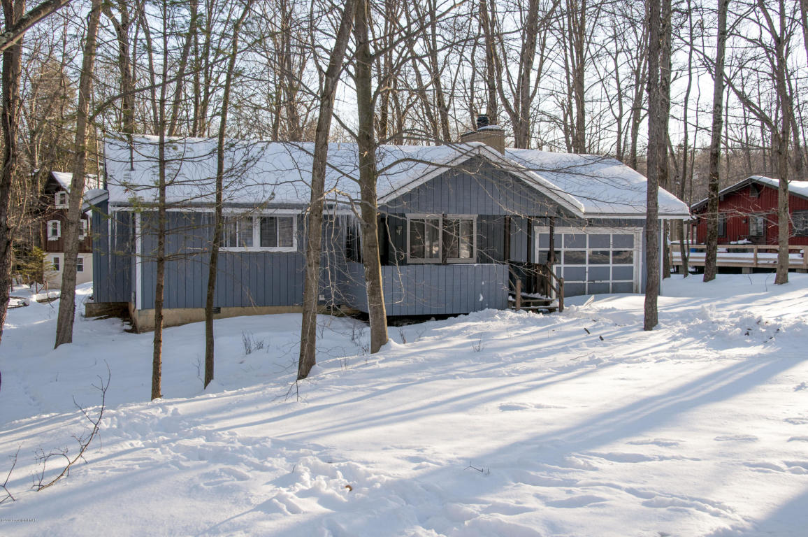 1558 Lake Ln, Pocono Lake, PA 18347