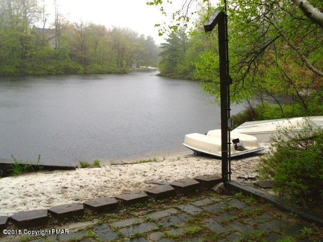 134 E Sage Rd, Long Pond, PA 18334