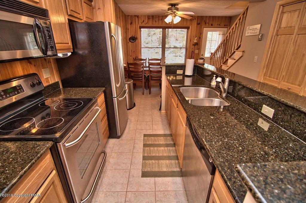 49 Lakeview Dr, Lake Harmony, PA 18624