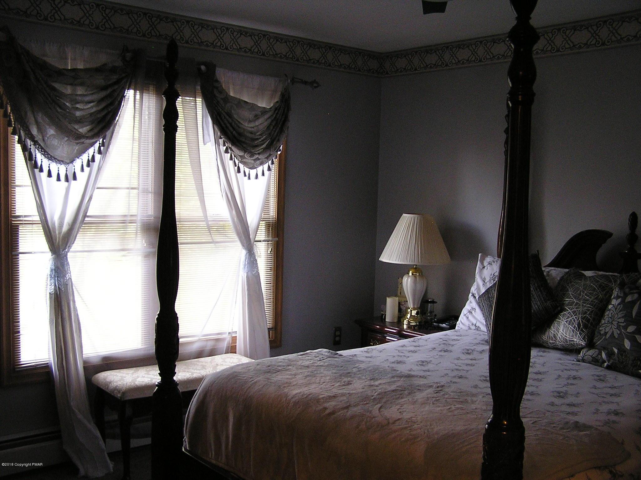 121 Georganna Dr, East Stroudsburg, PA 18302