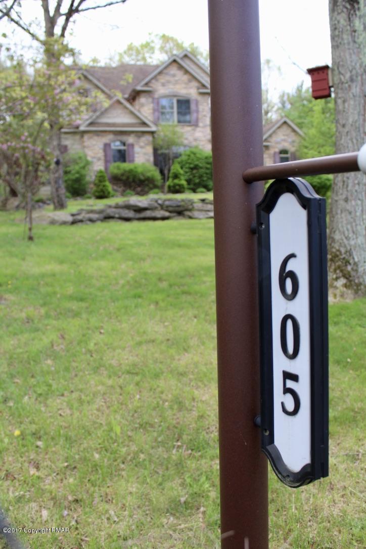 605 Washington Crossing, East Stroudsburg, PA 18301