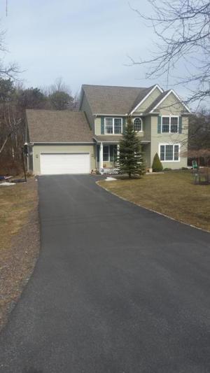 1033 Clover Rd, Long Pond, PA 18334