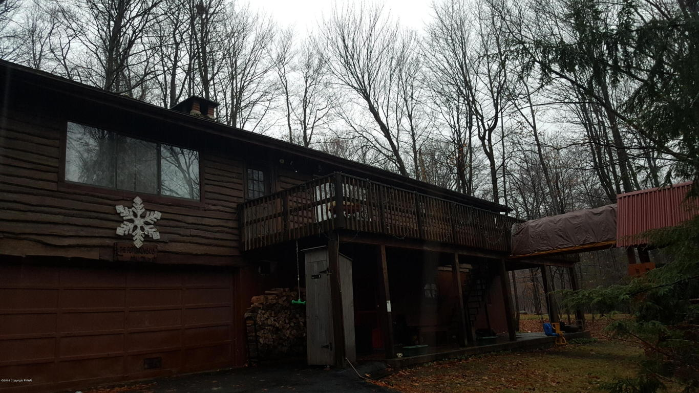 19 Mountainside Dr, Gouldsboro, PA 18424