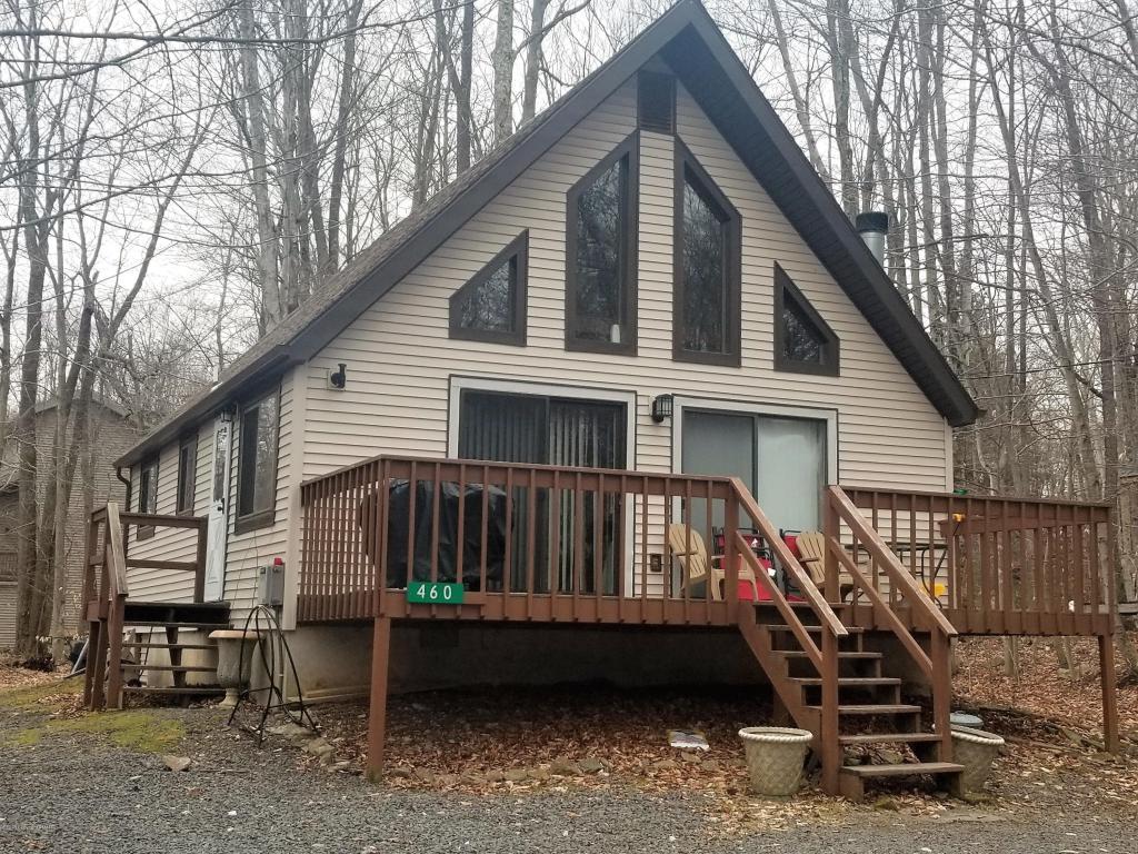460 Maxatawny Dr, Pocono Lake, PA 18347