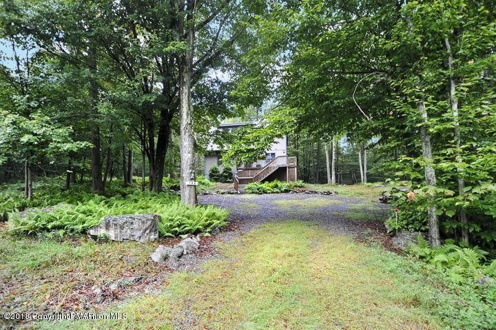 102 Mountainside Dr, Gouldsboro, PA 18424
