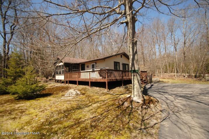 127 Wyalusing Dr, Pocono Lake, PA 18347