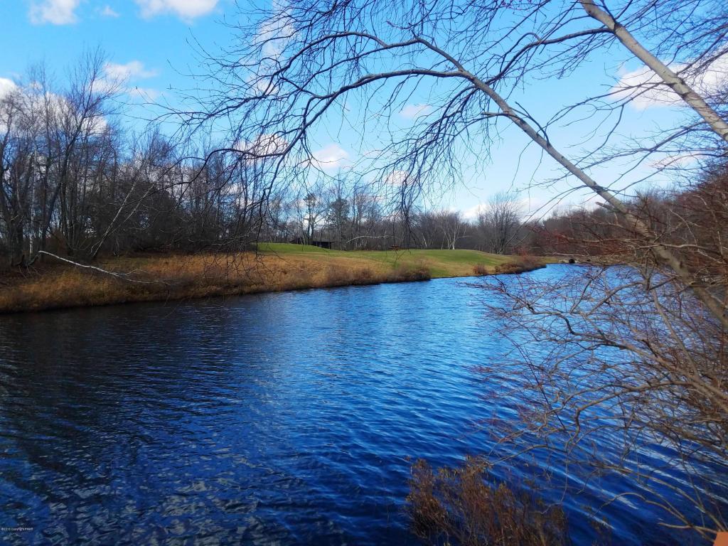 253 Cedar Dr, Long Pond, PA 18334