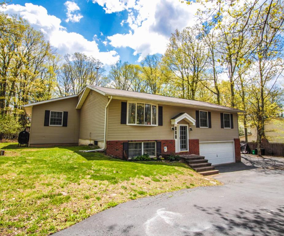 2180 Deerfield Way, Scotrun, PA 18355