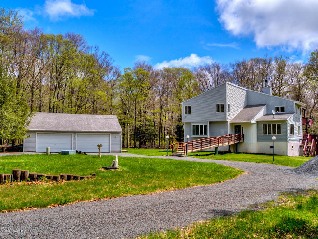 248 High Country Dr, Blakeslee, PA 18610