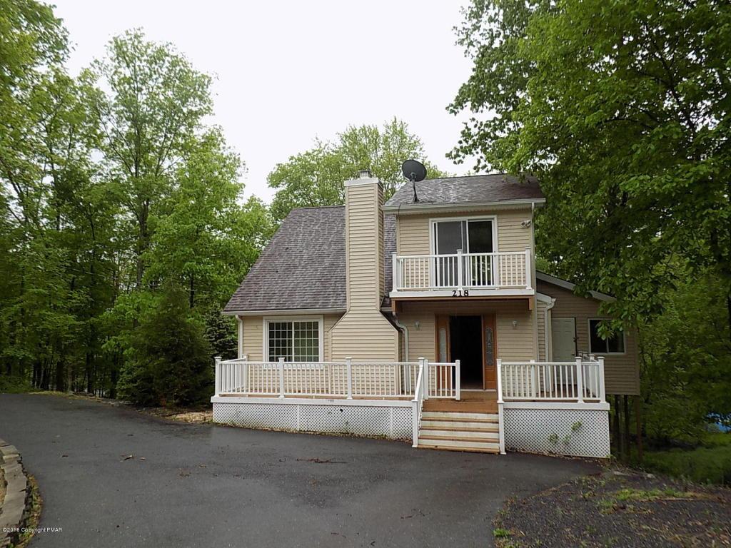 218 Brentwood Dr, Bushkill, PA 18324