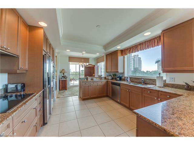 455 Cove Tower Dr 404, Naples, FL 34110