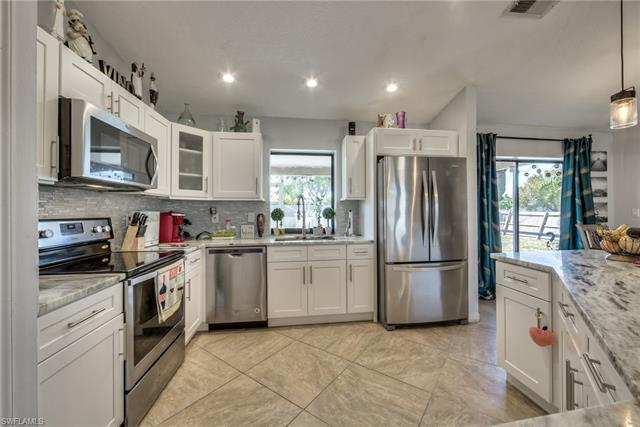 902 29th Ter, Cape Coral, FL 33904