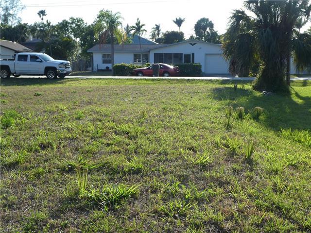 27280 Buccaneer Dr W, Bonita Springs, FL 34135