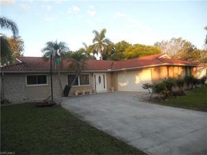 832 Entrada Dr N, Fort Myers, FL 33919