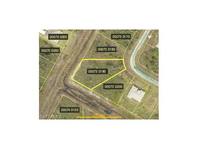 423 Mercedes Ct, Lehigh Acres, FL 33972