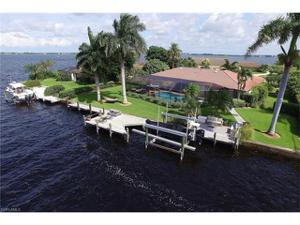 766 Cape View Dr, Fort Myers, FL 33919