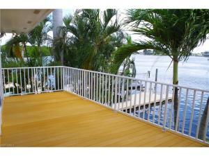915 Prescott St, Fort Myers Beach, FL 33931