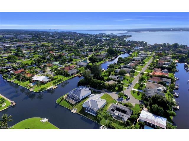 1404 Wellington Ct, Cape Coral, FL 33904