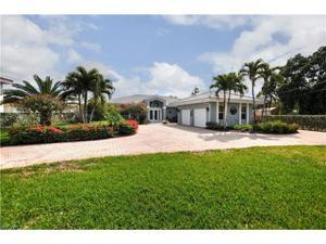 270 Estrellita Dr, Fort Myers Beach, FL 33931