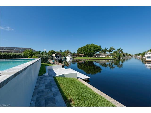 6548 Town And River Rd E, Fort Myers, FL 33919