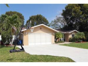 1049 N Town And River Dr, Fort Myers, FL 33919