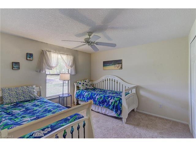 910 Se 23rd Pl, Cape Coral, FL 33990