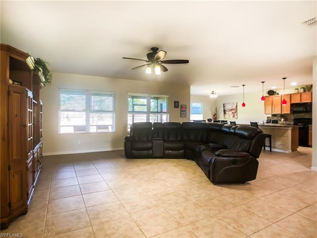 1911 Sw 39th St, Cape Coral, FL 33914