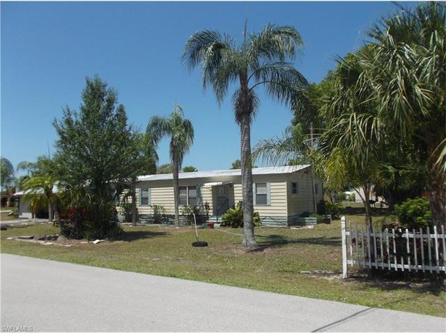 1300 Riverview Dr, Moore Haven, FL 33471