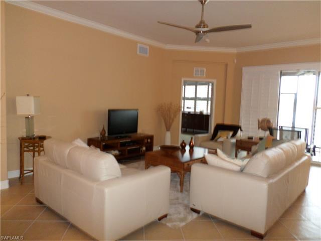 10462 Smokehouse Bay Dr 102, Naples, FL 34120
