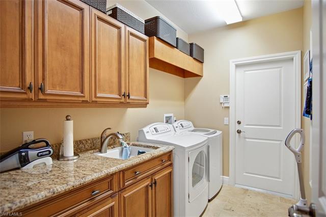 3520 Lakemont Dr, Bonita Springs, FL 34134
