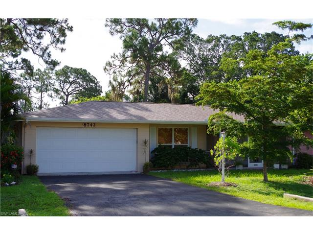 8742 Dartmouth St, Fort Myers, FL 33907