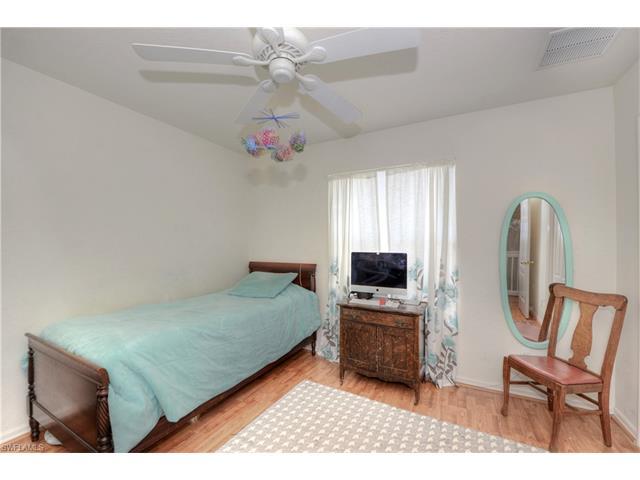 1233 Nw 35th Pl, Cape Coral, FL 33993