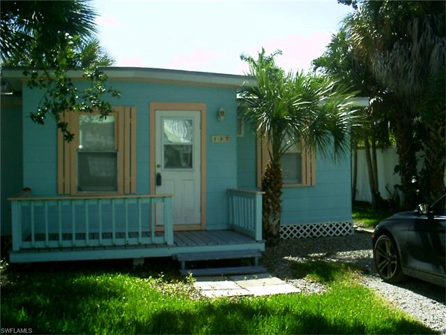 137 Pearl St, Fort Myers Beach, FL 33931
