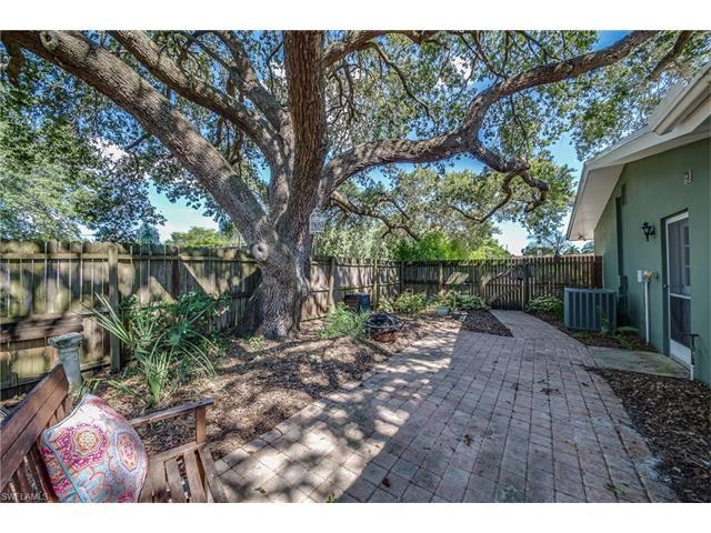 1376 Burtwood Dr, Fort Myers, FL 33901