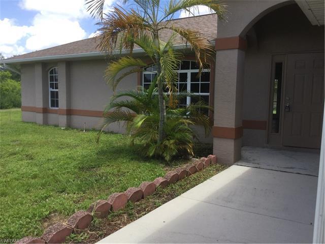 923 Ne 19th St, Cape Coral, FL 33909