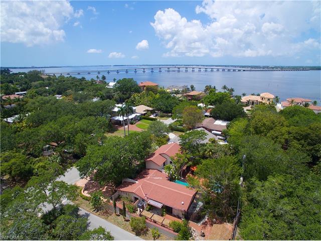 1149 Vesper Dr, Fort Myers, FL 33901