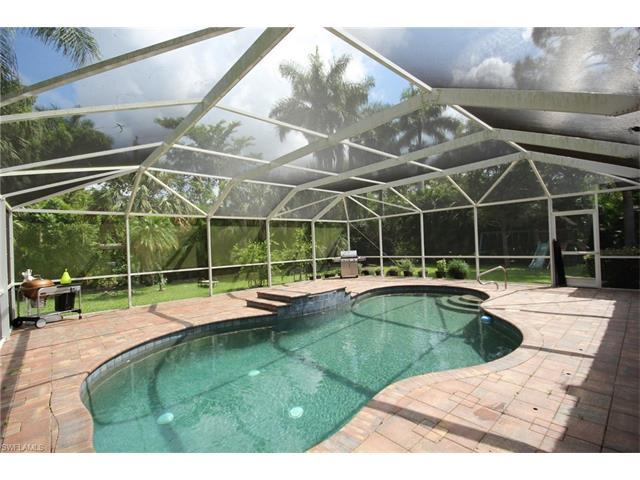 991 Aqua Ln, Fort Myers, FL 33919