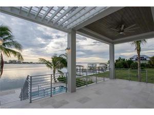 825 San Carlos Dr, Fort Myers Beach, FL 33931