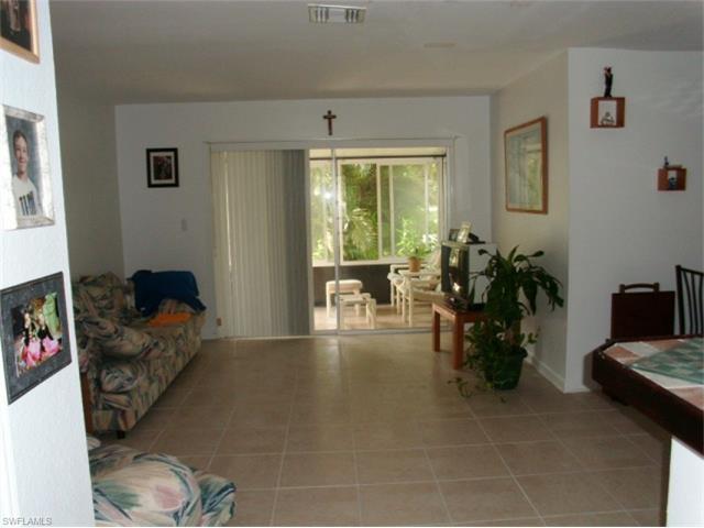 4261 Island Cir 8, Fort Myers, FL 33919