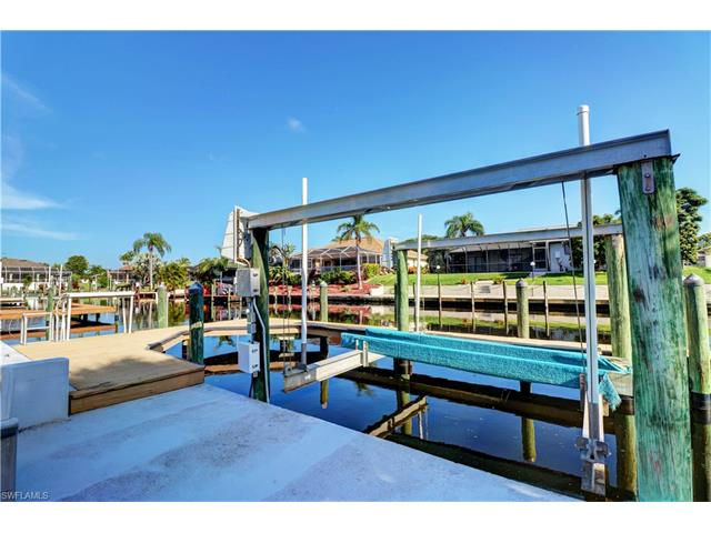 237 Sw 37th Ln, Cape Coral, FL 33914