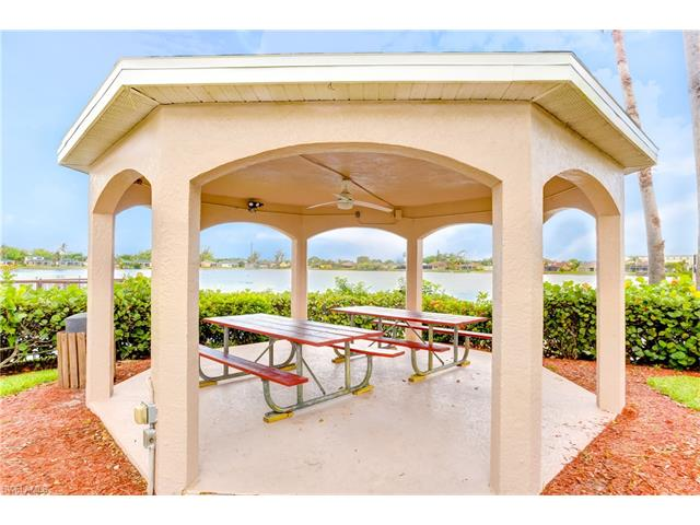 1635 Emerald Cove Dr, Cape Coral, FL 33991
