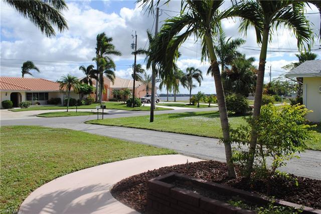 5720 Riverside Dr, Cape Coral, FL 33904