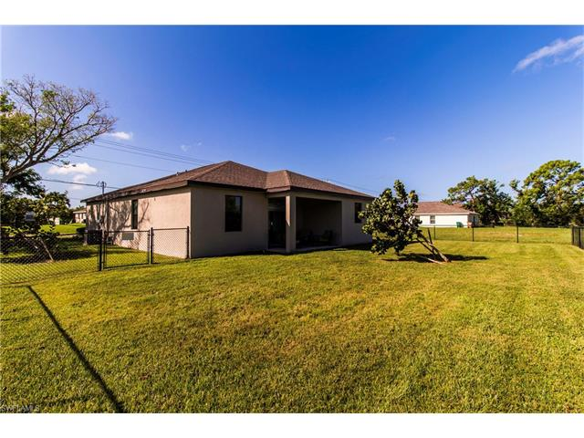 1813 Sw 25th St, Cape Coral, FL 33914