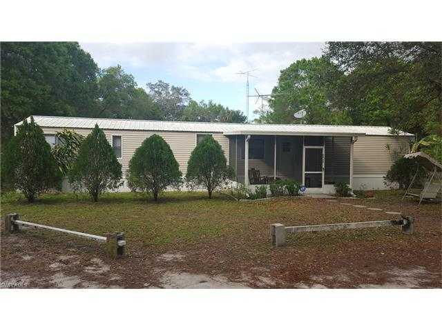 590 Oak Ave, Labelle, FL 33935