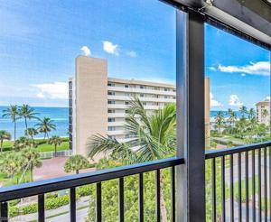 10482 Gulf Shore Dr 251, Naples, FL 34108