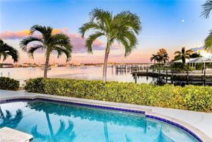 401 Palermo Cir, Fort Myers Beach, FL 33931