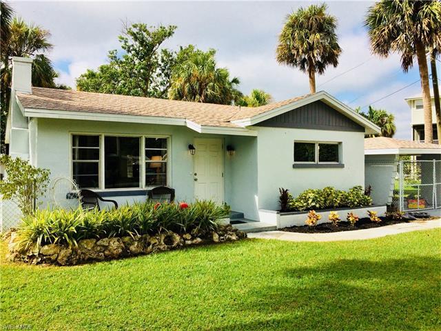 212 Granada Blvd, Fort Myers, FL 33905