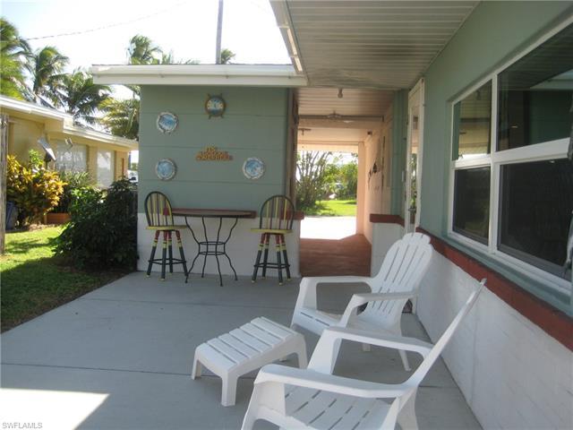 2500 Harbor View Dr, Matlacha, FL 33993