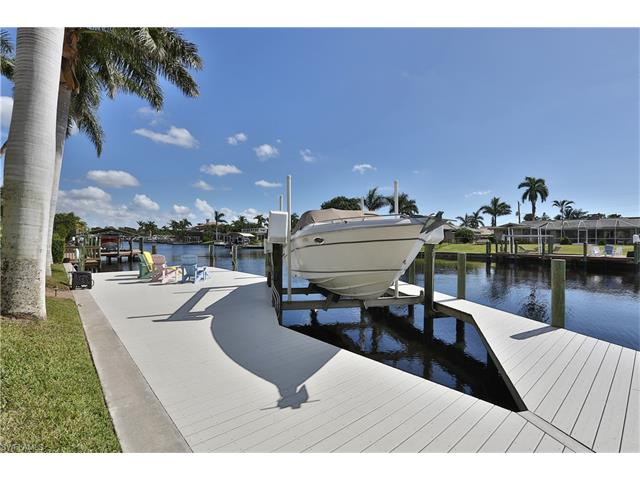 944 N Town And River Dr, Fort Myers, FL 33919