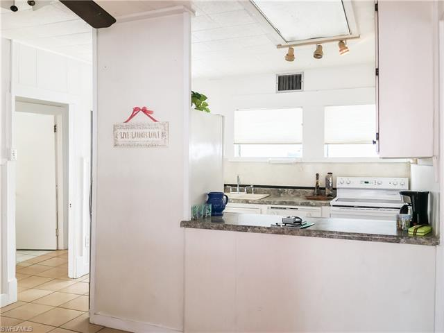 2520 Cottage Ave, Fort Myers Beach, FL 33931